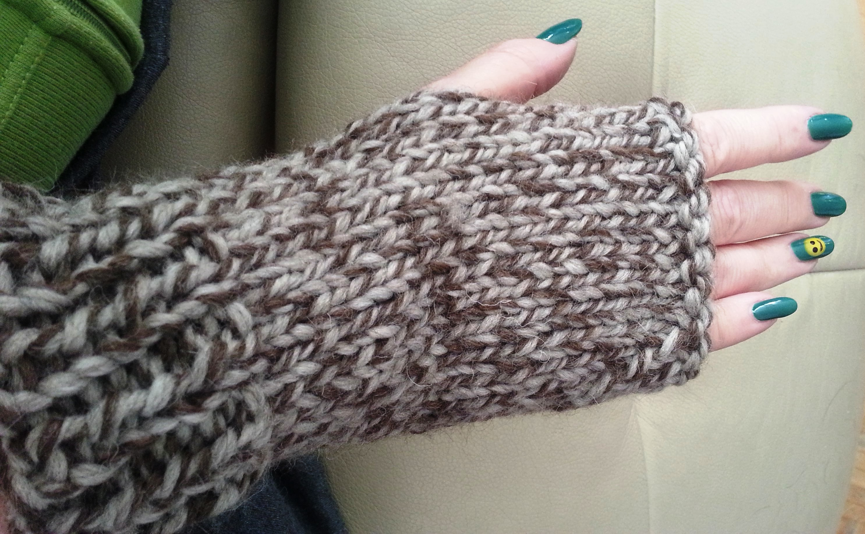 Knit fingerless mitts for beginning knitters